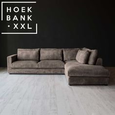 Hoekbank Bagnes II in de kleur bruin. Het is een grote moderne hoekbank met losse kussens en een longchair rechts. De stof is in verschillende kleuren verkrijgbaar. De hoekbank is configureerbaar zodat het perfect in uw woonkamer staat. | HoekbankXXL