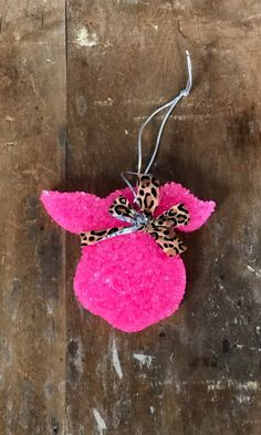 This adorable pink pig car freshener is must have! Featuring a super cute leopard bandanna this care freshener comes in a variety of scents! Homemade Air Freshener, Car Air Freshener, Fruity Mixed Drinks, Cute Crafts, Diy Crafts, Essential Oils Room Spray, Aroma Beads, Diy Car, Pineapple Coconut