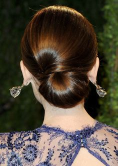lily-collins-oscars-2013-hairstyle-back-bun