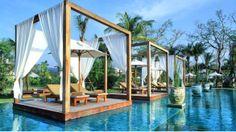 Lujosa piscina del hotel Sarojin, en Tailandia