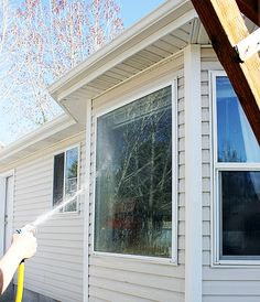 """How to get Streak-Free Window's with NO wiping or squeegeeing"" For cleaning the outside of windows. - My-House-My-Home Household Cleaning Tips, Cleaning Recipes, House Cleaning Tips, Diy Cleaning Products, Cleaning Solutions, Spring Cleaning, Cleaning Hacks, Window Cleaning Tips, Cleaning Supplies"