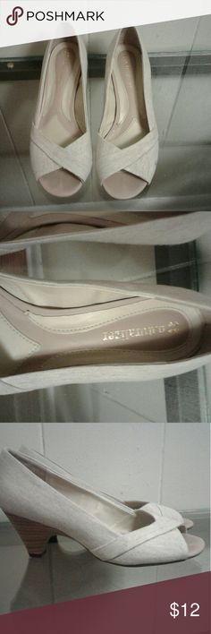Naturalizer shoes Naturalizer shoes white in new condition Naturalizer Shoes Heels