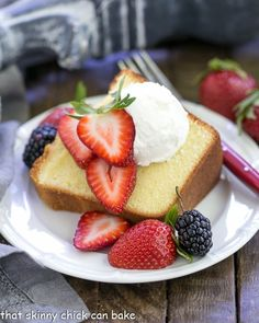 The Best Pound Cake. The Best Vanilla Pound Cake Recipe with tips for the perfect crumb! Vanilla Pound Cake Recipe, Best Pound Cake Recipe, Sour Cream Pound Cake, Pound Cake Recipes, Pound Cakes, Cream Cake, Chocolate Ganache Cake, Flourless Chocolate Cakes, Baking Recipes