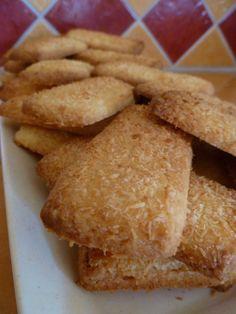 Desserts With Biscuits, No Cook Desserts, Easy Desserts, Sweet Recipes, Snack Recipes, Dessert Recipes, Snacks, Biscuit Bread, Cookies Et Biscuits