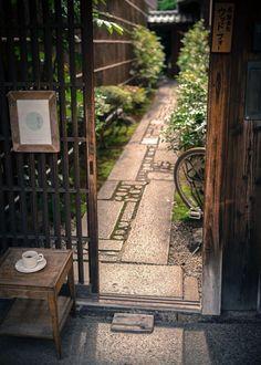 CAFE&BAR Entrance 孫右エ門(magoemon) KYOTO,JAPAN #japanesegardening Small Yard Landscaping, Landscaping Ideas, Japan Garden, Japanese Garden Design, Japanese House, Japanese Architecture, Kyoto Japan, Japan Japan, Okinawa Japan