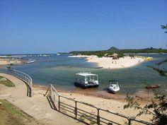 Alter do Chão está localizada no município de Santarém, no estado do Pará. É o principal ponto turístico da região, pois abriga a praia de água doce mais bonita do mundo.