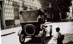 """"""" Calle Francisco Sosa 1950La calle Francisco Sosa es una de las más importantes en la historia de Coyoacán, bajo el nombre del escritor y periodista mexicano, Francisco Sosa. Anteriormente era conocida como la calle Real, o el antiguo camino a San..."""
