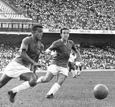 Dirceu Lopes (E) e Tostão defenderam juntos o Cruzeiro entre 1963 e 1972