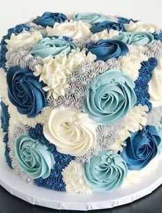 Our blooming buttercream cake is stunning in different shades of blue! 💙 Our blooming buttercream cake is stunning in different shades of blue! Cake Decorating Designs, Buttercream Decorating, Cake Decorating Videos, Cake Decorating Techniques, Cookie Decorating, Buttercream Cake Designs, Buttercream Birthday Cake, Birthday Cake Decorating, Buttercream Rosette Cake