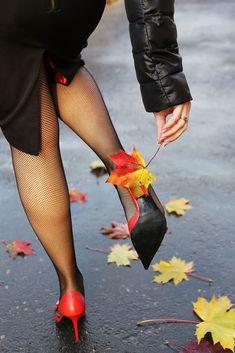 Autumn Photography, Photography Poses, Beautiful Legs, Beautiful Women, Mode Editorials, Solange, Walking In The Rain, Women Legs, Belle Photo