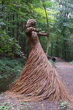 Artist Anna & the Willow fills the forest with life sized sculptures made from woven willow located at Woodland Trust - Skipton Castle Woods Outdoor Sculpture, Outdoor Art, Sculpture Art, Animal Sculptures, Mandala Nature, Unusual Art, Driftwood Art, Environmental Art, Public Art