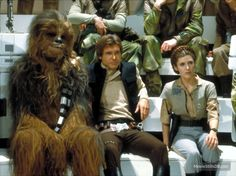 Star Wars: Episode VI - Return of the Jedi - Publicity still of Carrie Fisher, Peter Mayhew & Harrison Ford. Han Solo And Chewbacca, Han And Leia, Han Solo Leia, Stargate, Saga, Star Wars Episoden, War Film, Episode Iv, Harrison Ford