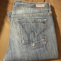 Citizens of Humanity 27?32 BOOTCUT jeans These beauties are Kelly stretch low waist boot cut jeans. EUC Citizens of Humanity Jeans Boot Cut