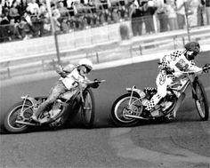 Peter Collins hunting down Ivan Mauger. c.1974
