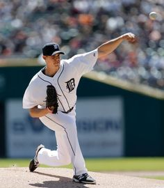 Kyle Lobstein throws against the New York Yankees in the first inning, 08/28/2014