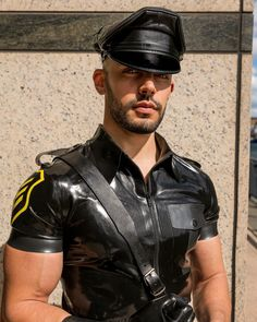 Leather Harness, Leather Cap, Leather Pants, Leather Jackets, Latex Men, Men In Uniform, Latex Fashion, Man Photo, Gay