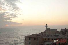 Boccadasse: si dice che i primi ad approdare su questa spiaggia furono dei navigatori spagnoli    [photo credit: Daniele Orlandi]