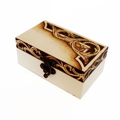 You won't see a box like this anywhere else. This unique wooden box was made using pyrography, by hand. The inside is covered in soft, red felt. You can add personal toruches to this box, by sending and inscription. Personalize your gift and make it unforgettable. Wood Burning Crafts, Wood Burning Patterns, Wood Burning Art, Pyrography Ideas, Pyrography Patterns, Wooden Jewelry Boxes, Wooden Boxes, Dyi Crafts, Wood Crafts