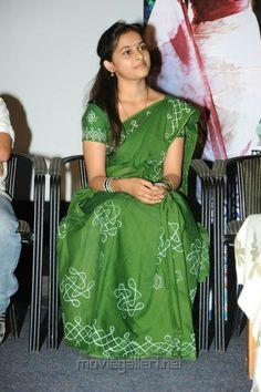 Simple Sarees, Trendy Sarees, Stylish Sarees, Saree Blouse Patterns, Designer Blouse Patterns, Saree Blouse Designs, Hand Embroidery Dress, Embroidery Saree, Saree Painting Designs
