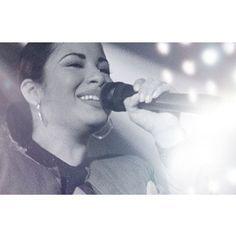 """Beautiful pic!! Love it #selena #selenaylosdinos #selenaquintanilla #selenavive"