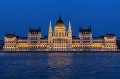 21. Budapest, Hungary Surrounded by the Danube, the Buda Hills on the west and the Great Plains in the east, Budapest simply immersed in stunning landscapes. The neoclassical architecture of the city is still great, although it bears the scars of World War II.