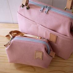 artchala handmade: Japanese No.8 Canvas Medium Frame Bag Little Flag :: Gray Pink