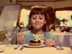 We alll love the Roald Dahl classic Matilda - Matilda Wormwood an intelligent, gifted girl forced to put up with a crude, distant father (Danny DeVito) and moth Dirty Dancing, Iconic Movies, Great Movies, Matilda Film, Movies Showing, Movies And Tv Shows, Mara Wilson, Roald Dahl, About Time Movie