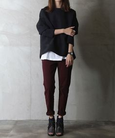 Tomboy chic. Oversized sweater and burgundy ankle jeans. Peep toe booties. #rasspstyle #StreetStyle http://www.superrassspy.com/