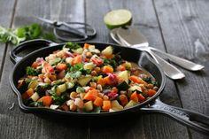 SPICY VEGETARGRYTE MED KOKOSMELK, KIKERTER OG GRØNNKÅL Frisk, Cantaloupe, Salsa, Spicy, Goodies, Food And Drink, Chili, Ethnic Recipes, Vegetarian Food