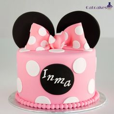 Minnie  cake                                                                                                                                                     Más Minni Mouse Cake, Bolo Da Minnie Mouse, Minnie Mouse Birthday Cakes, Minnie Cake, Rodjendanske Torte, Friends Cake, Mickey Party, Disney Cakes, Mouse Parties