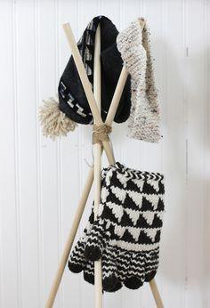 DIY Standing Hat Rack