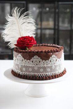 Syntinen suklaakakku