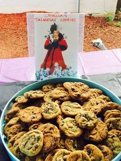 disney villains A fabulous Villains Birthday Party with a clever and creative food spread. Villains Party, Disney Villains, Halloween Birthday, Disney Halloween, 12th Birthday, Frozen Themed Birthday Party, Birthday Party Themes, Birthday Ideas, Food Labels