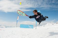 Speedminton is a great way to have fun anywhere even in snow and glaciers. Sculpted Arms, Badminton, Beach Fun, Tennis Racket, Have Fun, Surfing, Paradise, Snow, Sports