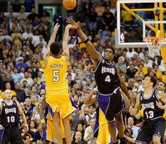 Robert Horry hits buzzer beater to defeat the Kings in the Playoffs