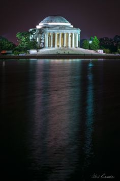 Jefferson Memorial. I so want to go back to DC. Smithsonian.....my dream