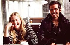 OUAT behind the scenes! Jennifer Morrison and Colin O'donoghue as Emma and Hook