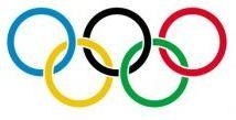 A bandeira olímpica é o principal símbolo das olimpíadas da era moderna. Ela é composta por um conjunto de anéis com o mesmo tamanho, cada qual com uma cor e que se apresentam entrelaçados numa bandeira de cor branca.  O conjunto de anéis representa os continentes unidos pelo esporte. A bandeira foi criada pelo francês Pierre de Frédy (1863-1937).    Assim, daesquerda para a direita, de cima para baixo, os anéis são:  Azul - Europa Preto - África Vermelho - América Amarelo - Ásia Verde…