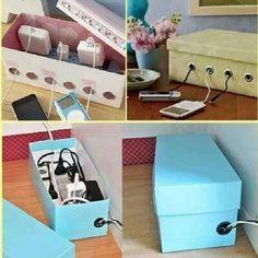 In einem alten Schuhkarton (schön verziert) kann man nervige Ladegeräte verstecken und eine schöne Ladestation für alle Geräte machen ^^