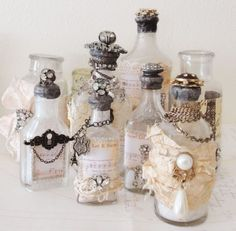Decorate old bottles to make wedding table decorations for an elegant DIY Steampunk Wedding Altered Bottles, Vintage Bottles, Bottles And Jars, Glass Bottles, Perfume Bottles, Antique Bottles, Vintage Perfume, Antique Glass, Wine Bottle Crafts