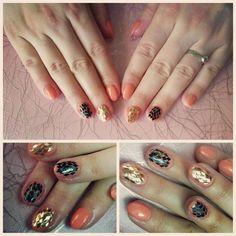 Coral salmon nails