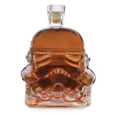 """Star Wars Stormtrooper decanter lets you drink to the dark side. Honor Darth Vader's unappreciated soldiers with this glass decanter in the shape of the Stormtrooper helmet from the original 1977 """"Star Wars"""" film. Carafe, Taza Star Wars, Cocina Star Wars, Stormtroopers, Cadeau Star Wars, Star Wars Stormtrooper, Darth Vader, Star Wars Kitchen, Flint Glass"""