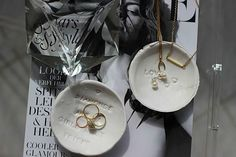 DIY: Schmuckschälchen (Ring Tray) // Do it yourself ring tray - jewellery dish [Find the instructions on: www. Do It Yourself Ring, Jewelry Dish, Jewellery, Diy Inspiration, German, Tray, Rings, Blog, Creative Gifts