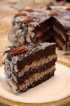 Raw Vegan German Chocolate Cake German Chocolate Cake (Raw_GF) Also check out Gourmet Desserts, Raw Vegan Desserts, Brownie Desserts, Raw Vegan Recipes, Vegan Dessert Recipes, Vegan Treats, Vegan Foods, Cake Recipes, Baking Recipes
