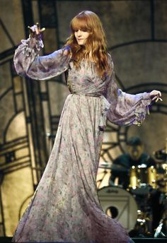 """""""Arthur Rackham's """"The True Sweetheart"""" vs Florence Welch in Luisa Beccaria """" Florence And The Machine, Florence The Machines, Pentatonix, Style Florence Welch, Florence Welsh, Collateral Beauty, Luisa Beccaria, Celebs, Celebrities"""