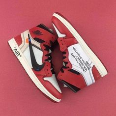 Take a closer look at the @off____white c/o @virgilabloh x Air Jordan 1 silhouette that recently surfaced online. Drop by @hypebeastkicks for a closer look.