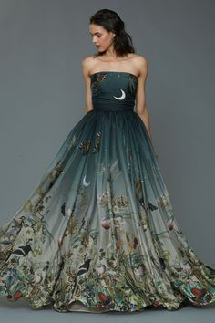 What a woodland princess wears to prom. Dennis Basso Pre-Fall 2016 Fashion Show