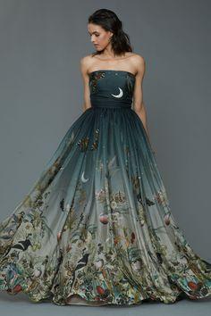 What a woodland princess wears to prom. Dennis Basso Pre-Fall 2016 Fashion Show