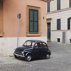 fiat 500 on street in Rome, by claes k.