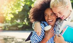How to: Πως να μυρίζετε όμορφα κάθε μέρα όλη μέρα   How to: Πως να μυρίζετε όμορφα κάθε μέρα όλη μέρα  Η μυρωδιά μας έχει να κάνει τόσο με την υγιεινή τη διατροφή και τις συνήθειες όσο με την επιλογή του αρώματός μας. Έχουμε 8 συμβουλές για να παραμείνετε φρέσκια όλη μέρα.  Η ΕΠΙΔΕΡΜΙΔΑ ΣΑΣ  Η καλά ενυδατωμένη επιδερμίδα διατηρεί το άρωμα περισσότερο από την ξηρή. Οπότε μετά το ντους όταν οι πόροι σας είναι ανοιχτοί εφαρμόστε μια ενυδατική κρέμα σώματος και έπειτα το αγαπημένο σας άρωμα…